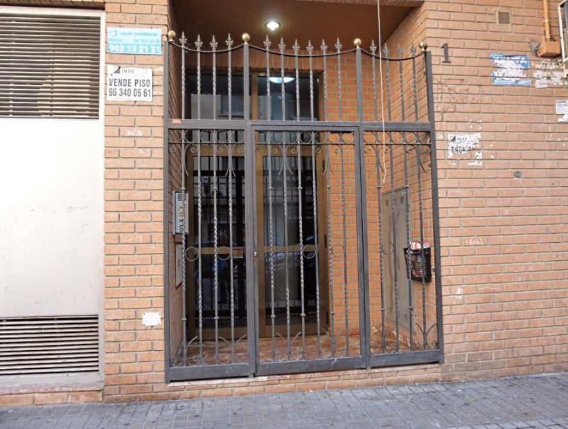 Cambio de puerta edificio y obra rampa for Puerta zaguan aluminio